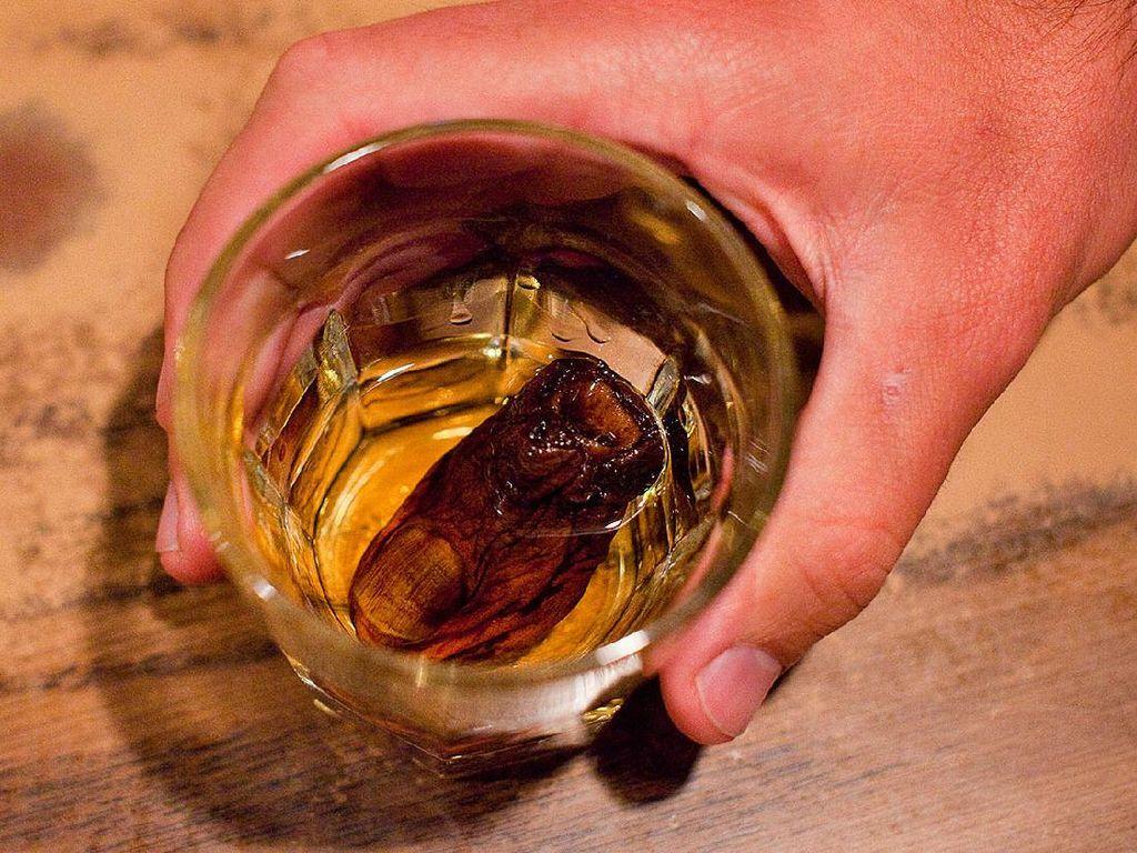7 Minuman Super Aneh di Dunia, Ada yang Dicampur Jari Kaki Manusia!