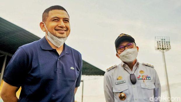 CEO PSM Makassar, Munafri Arifuddin, saat mengunjungi Stadion Gelora BJ Habibie di Kota Parepare, Sulawesi Selatan, Rabu 8 September 2021.