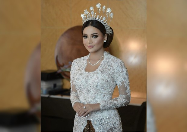 Seleb Indonesia yang menggunakan makeup pernikahan karya Bennu Sorumba