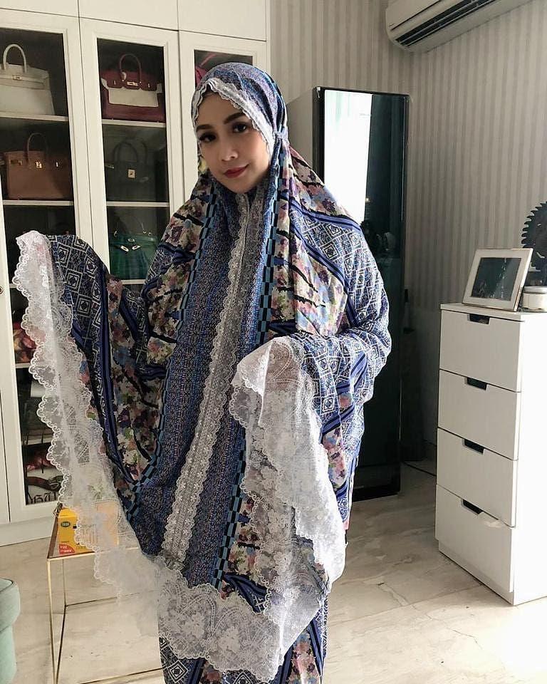 Nagita Slavina Mukena