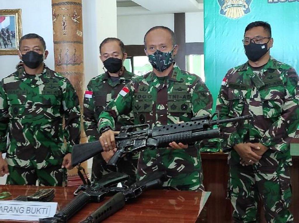 Pangdam Ungkap Teroris KKB Papua Bawa 5 Senpi Buatan AS dari PNG