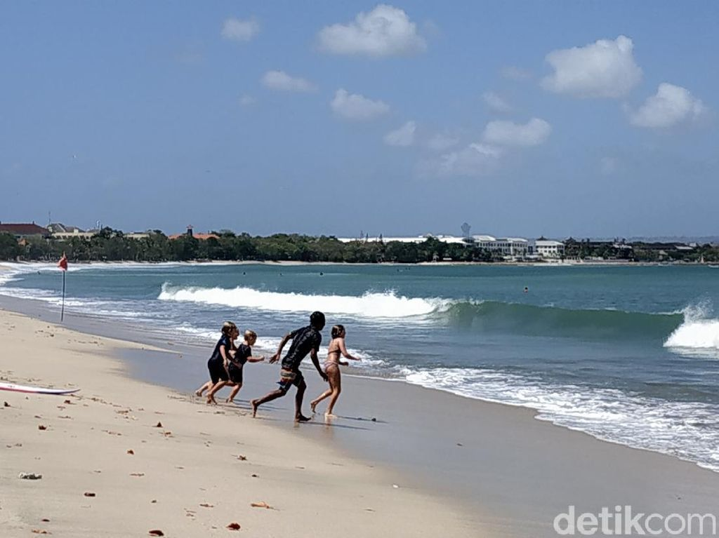 Pantai Kuta Dibuka Lagi, Pengunjung Wajib Vaksin 2 Kali!