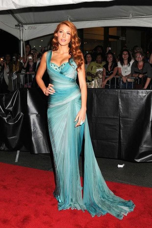 Dress Ariel Putri Duyung dipakai oleh Blake Lively.