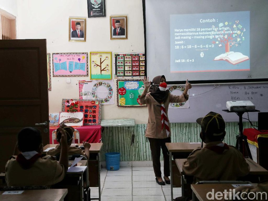 Sekolah Tatap Muka Digelar di Barru, Ada Siswa Lupa Pakai Masker