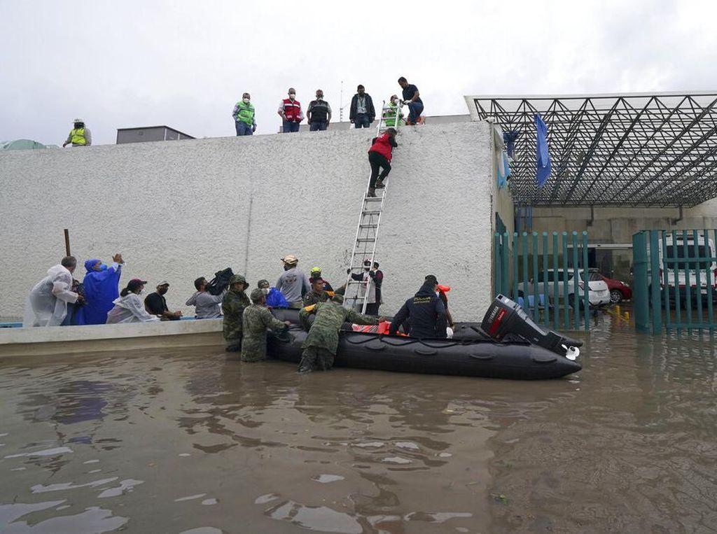 Penampakan Banjir Parah di RS Meksiko, Belasan Pasien Meninggal