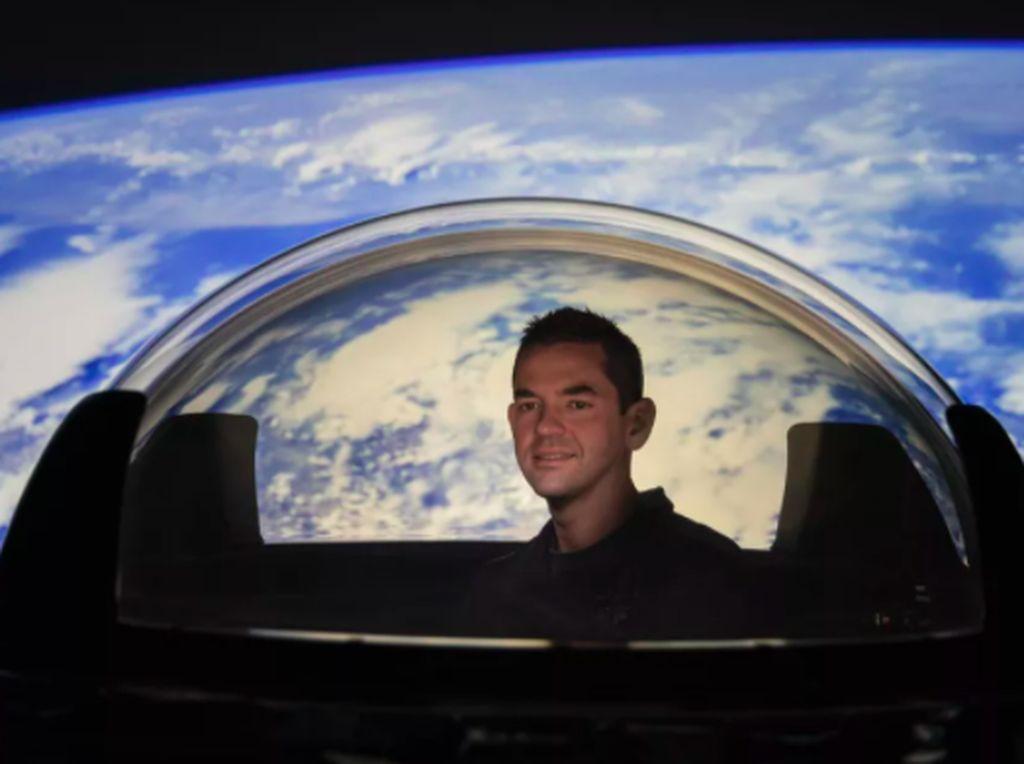Wujud Menakjubkan Bumi Bulat dari Jendela Pesawat SpaceX