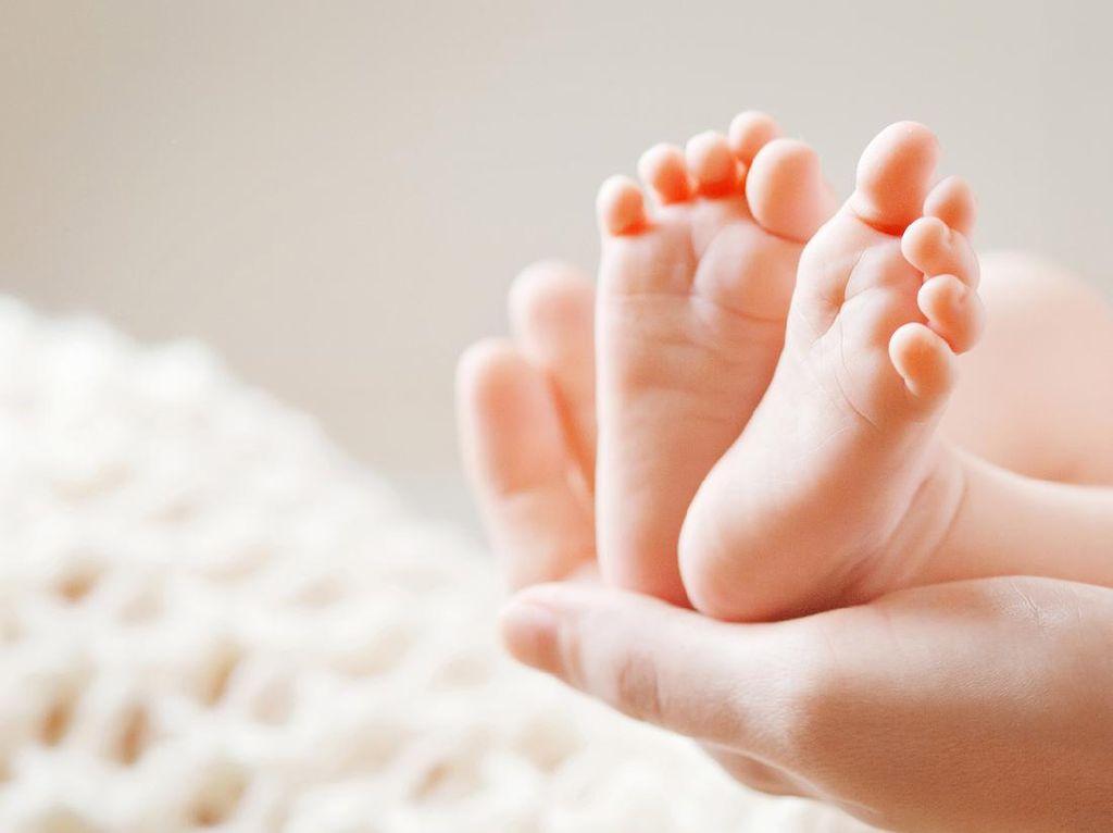 Syarat Bikin Akta Kelahiran Anak 2021, Simak di Sini!