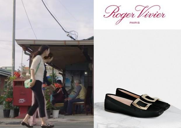 Viv'Driver Metal Buckle Loafer in Leather sepatu yang dipakai Shin Min Ah