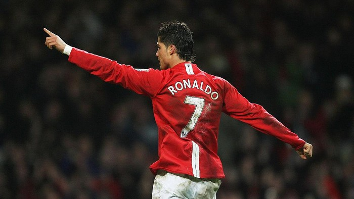 MANCHESTER, UNITED KINGDOM - JANUARY 12:  Cristiano Ronaldo of Manchester celebrates after scoring his teams third goal during the Barclays Premier League match between Manchester United and Newcastle United at Old Trafford on January 12, 2008 in Manchester, England.  (Photo by Alex Livesey/Getty Images)