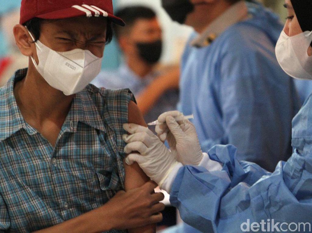 Gebyar Vaksinasi Ribuan Pelajar di Depok