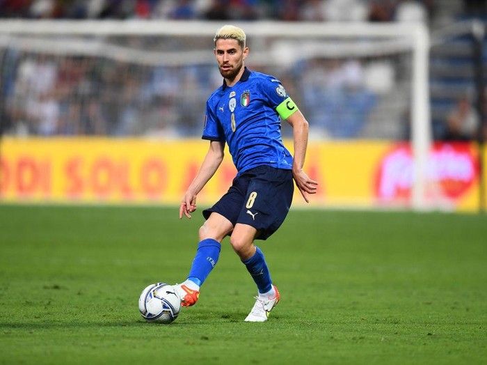 REGGIO NELLEMILIA, ITALY - SEPTEMBER 08:  Jorginho of Italy in action during the 2022 FIFA World Cup Qualifier match between Italy and Lithuania at Mapei Stadium - Citta del Tricolore on September 08, 2021 in Reggio nellEmilia, . (Photo by Claudio Villa/Getty Images)