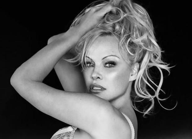 Lain dari yang lain, Pamela Anderson malah takut kaca dan benci bercermin/Foto: instagram.com/pamelaanderson