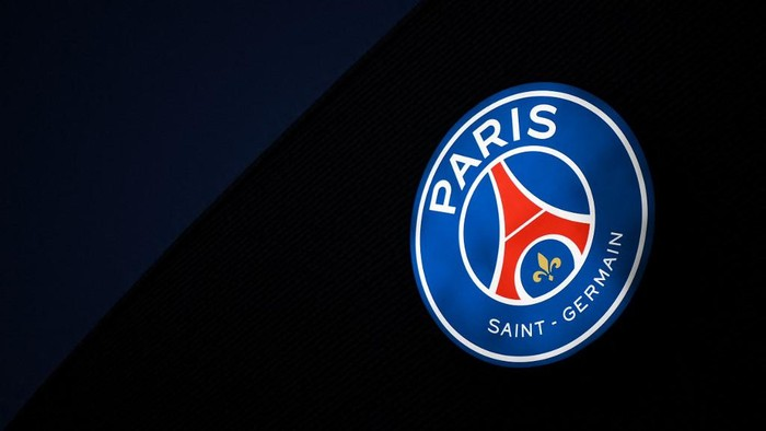 A photograph taken on November 23, 2020 shows a logo of Paris Saint-Germain at the Parc des Princes stadium in Paris, on the eve of the UEFA Champions League Group H football match between Paris Saint-Germain and RB Leipzig. (Photo by FRANCK FIFE / AFP)
