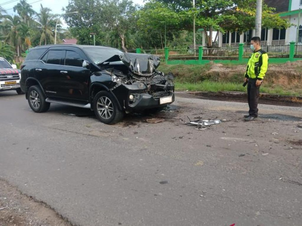 Kecelakaan Mobil Tabrak Truk Batu Bara, Bupati Merangin Tak Alami Luka