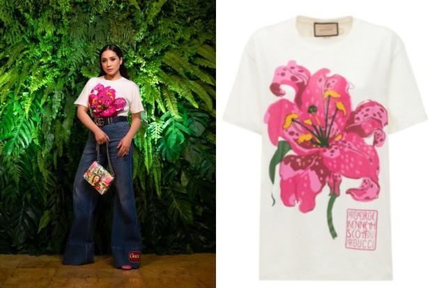 Nagita Slavina dengan Kaus Putih Floral Print