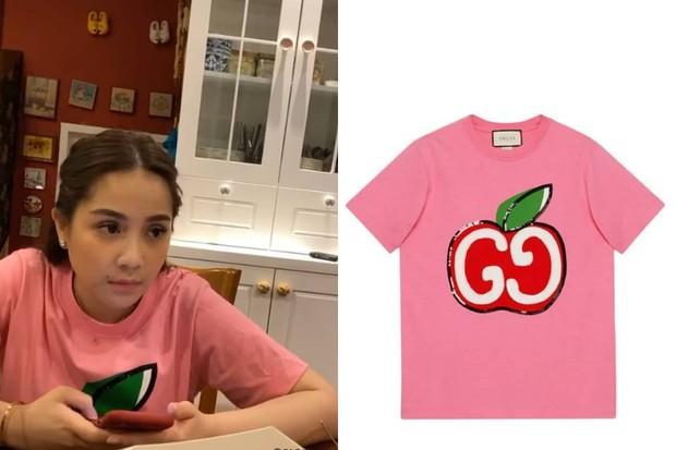 Nagita Slavina Mengenakan Kaus Bergambar Apel