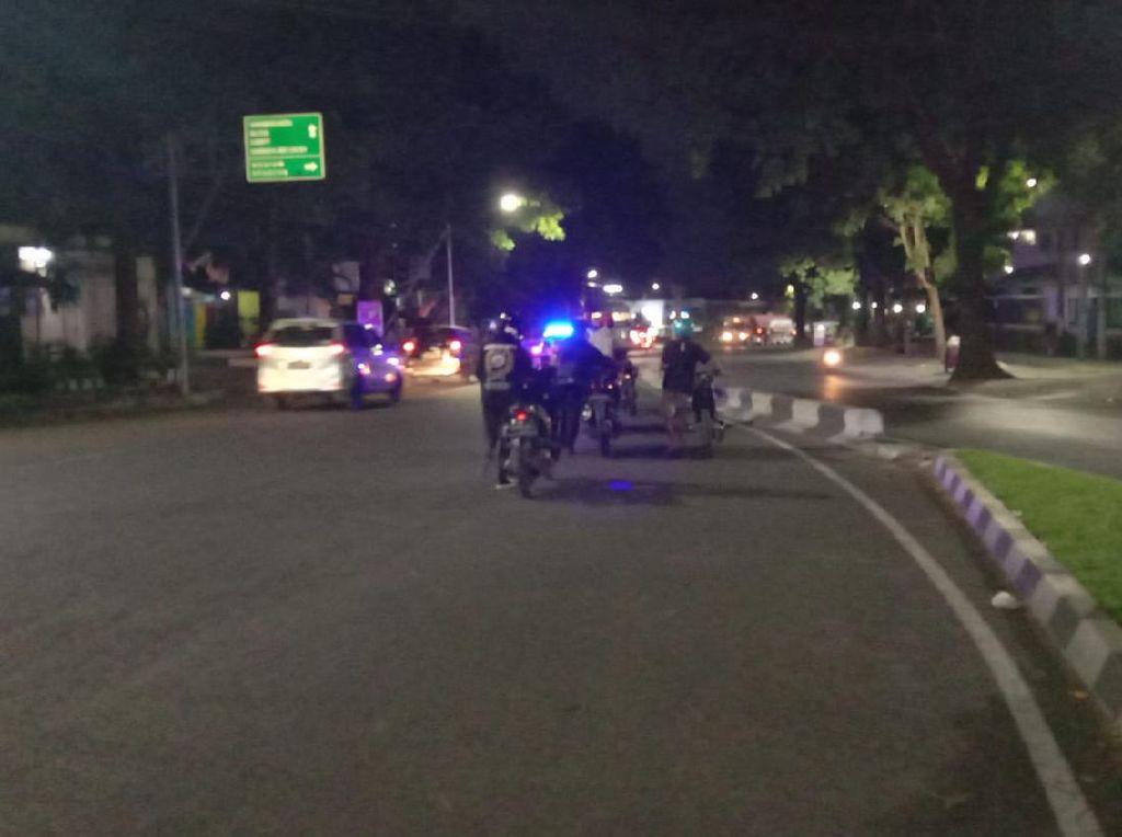 Pengendara di Kota Malang Dihukum Dorong Motor 2 Km Gegara Knalpot Brong