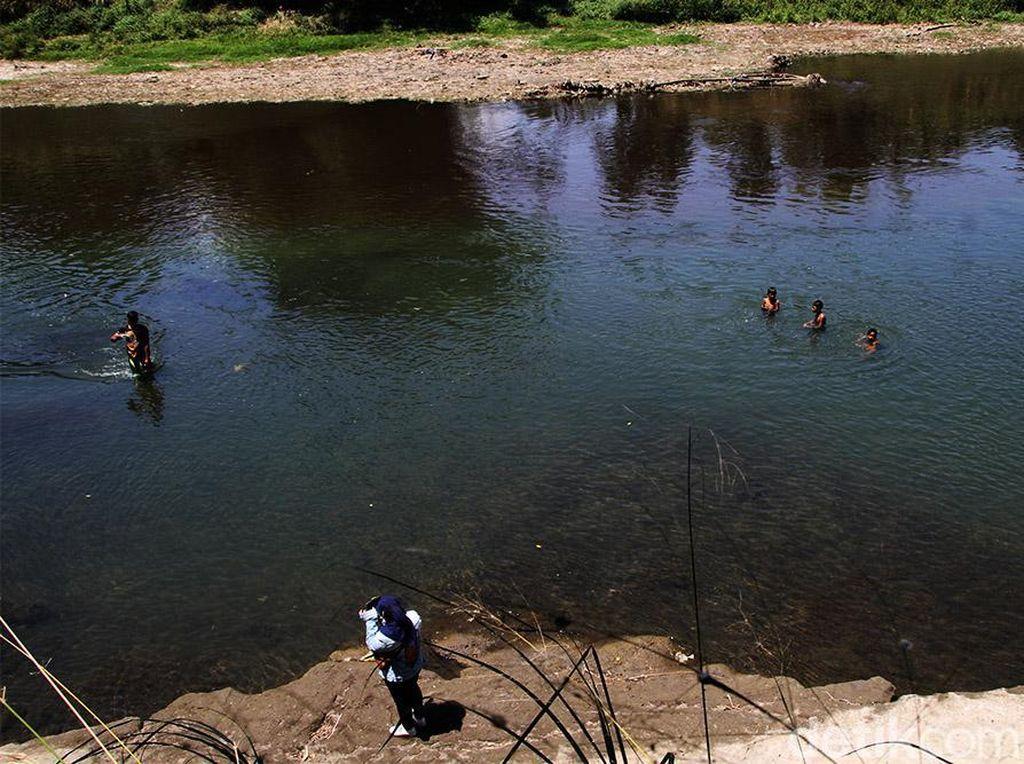 Pencemaran Parah di Bengawan Solo, Sepekan Bak Sungai Limbah Ciu
