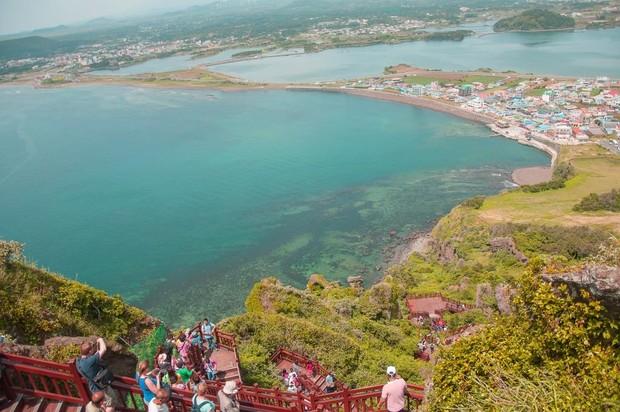 Selain Nami Island, pulau lain yang sering digunakan untuk syuting adalah Pulau Jeju. Banyak drama korea yang menggunakan mulai ini sebagai salah satu latar tempatnya.