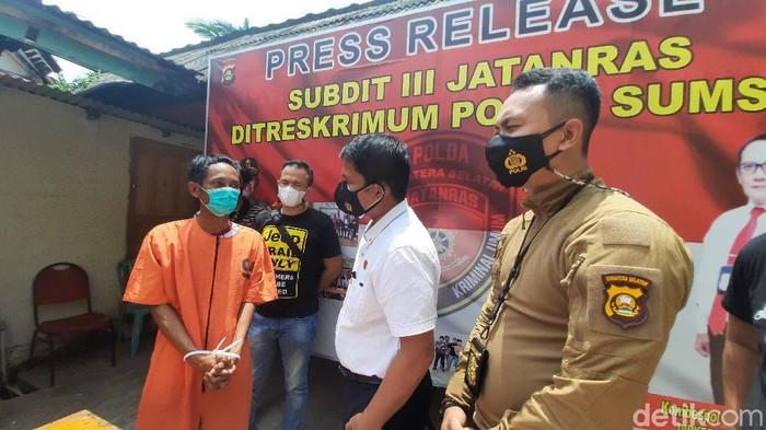 Residivis kasus pembunuhan sadis di Palembang ditangkap setelah beberapa kali melakukan pembegalan. Pelaku kecanduan judi online. (Prima S/detikcom)