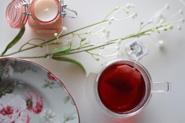 Teh rooibos adalah teh merah bebas kafein dari Afrika Selatan.