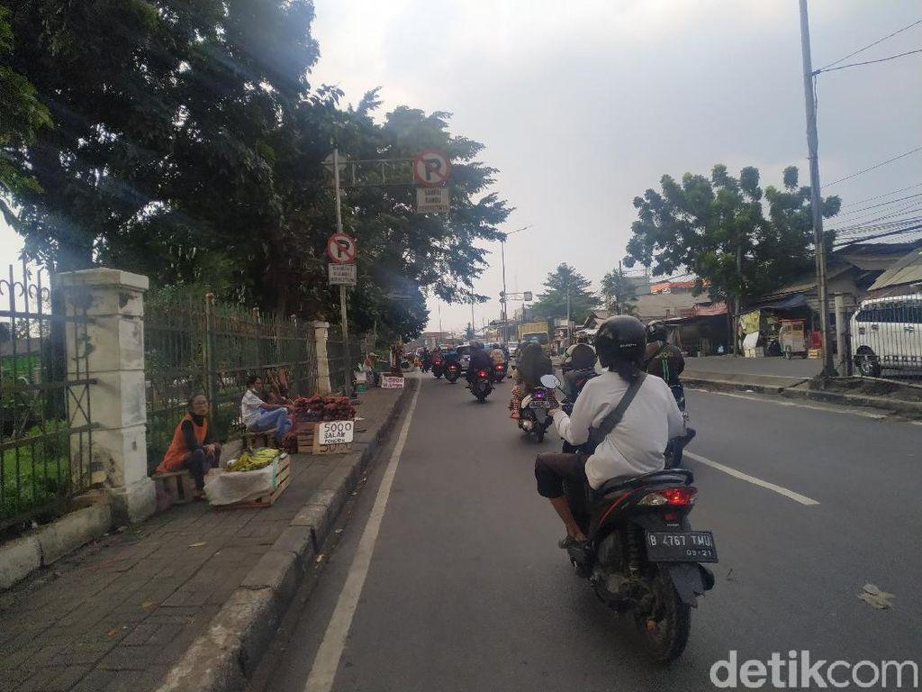 PKL Trotoar Pasar Induk Kramat Jati Sebut Jarang Ada Razia Penertiban