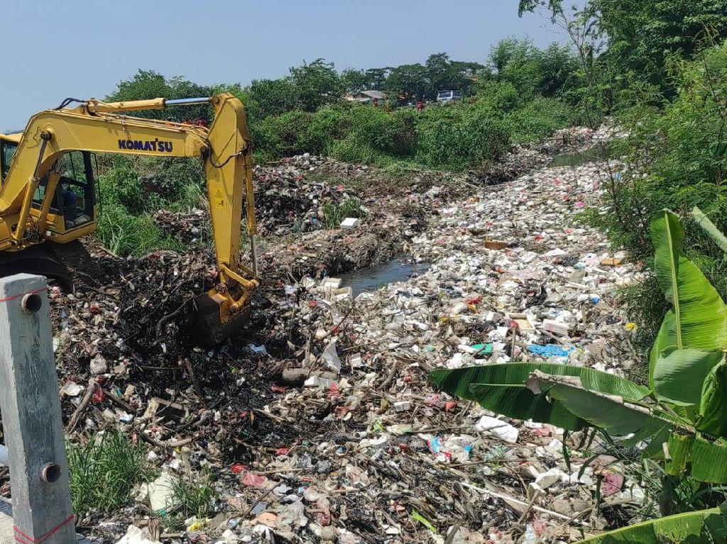 Buang Sampah di Kali Busa Tambun Utara Diancam Penjara-Denda Rp 50 Juta
