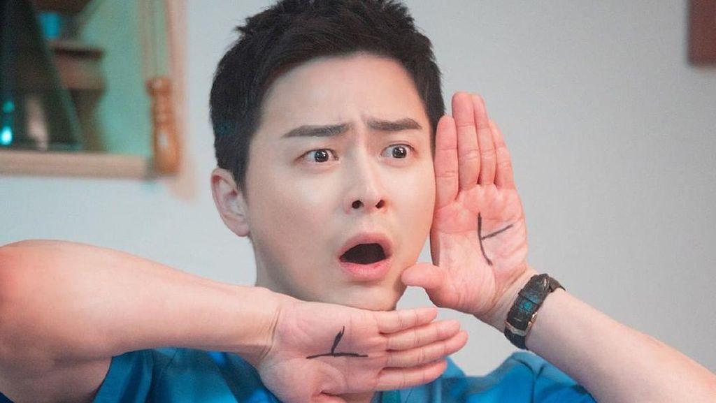 10 Potret Lee Ik Jun Sumber Kebahagiaan Chae Song Hwa di Hospital Playlist!