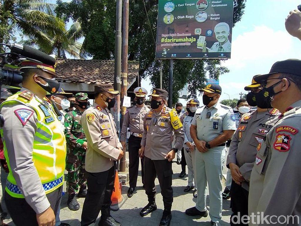 Kakorlantas: Penyekatan di Daerah PPKM Level 3 Jadi Warning Ancaman COVID