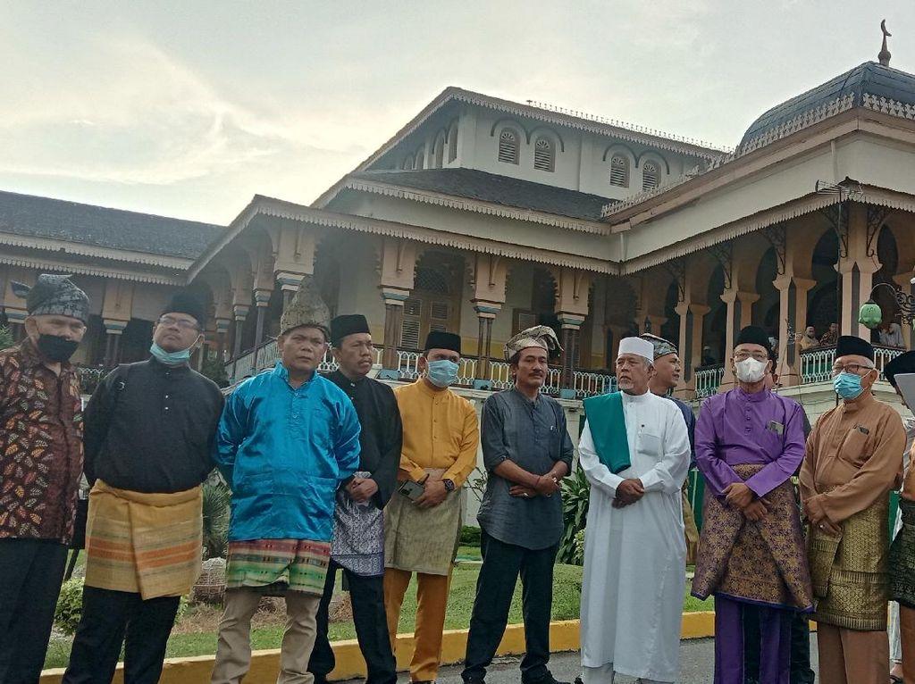 Kelompok Melayu Minta Bobby Revisi Aturan ASN Pakai Baju Adat Tiap Jumat
