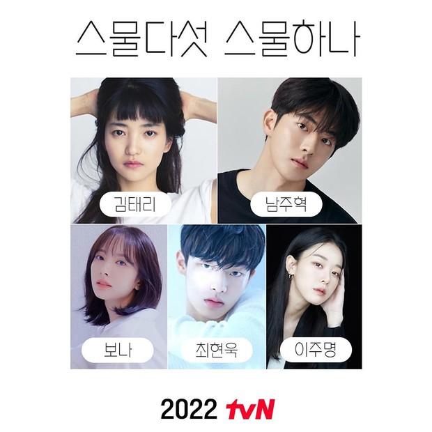 Kim Tae Ri, Nam Joo Hyuk, dan pemeran pendukung lainnya dalam drama Twenty Five Twenty One