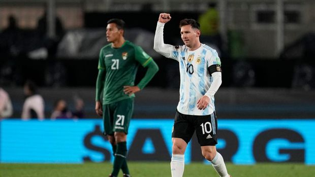 BUENOS AIRES, ARGENTINA - SEPTEMBER 09: Lionel Messi of Argentina celebrates after scoring the opening goal during a match between Argentina and Bolivia as part of South American Qualifiers for Qatar 2022 at Estadio Monumental Antonio Vespucio Liberti on September 09, 2021 in Buenos Aires, Argentina. (Photo by Natacha Pisarenko - Pool/Getty Images)