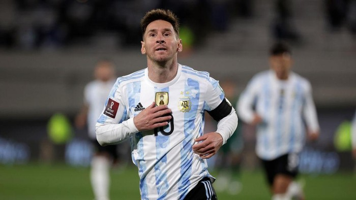 BUENOS AIRES, ARGENTINA - SEPTEMBER 09: Lionel Messi of Argentina celebrates after scoring the opening goal during a match between Argentina and Bolivia as part of South American Qualifiers for Qatar 2022 at Estadio Monumental Antonio Vespucio Liberti on September 09, 2021 in Buenos Aires, Argentina. (Photo by Juan I. Roncoroni - Pool/Getty Images)