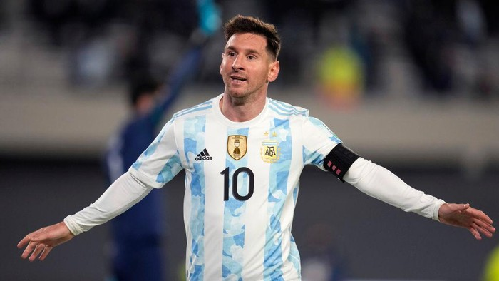 BUENOS AIRES, ARGENTINA - SEPTEMBER 09: Lionel Messi of Argentina celebrates after scoring the third goal of his team during a match between Argentina and Bolivia as part of South American Qualifiers for Qatar 2022 at Estadio Monumental Antonio Vespucio Liberti on September 09, 2021 in Buenos Aires, Argentina. (Photo by Natacha Pisarenko - Pool/Getty Images)