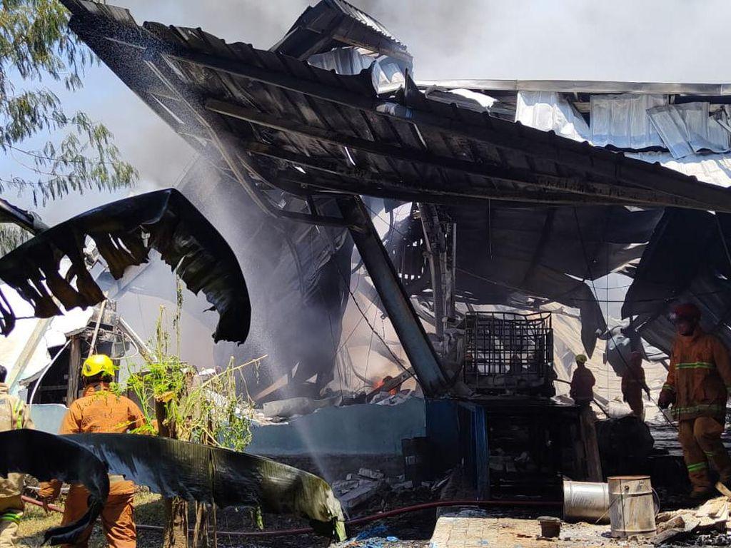 Pabrik Karung di Depok Kebakaran, 7 Unit Damkar Dikerahkan