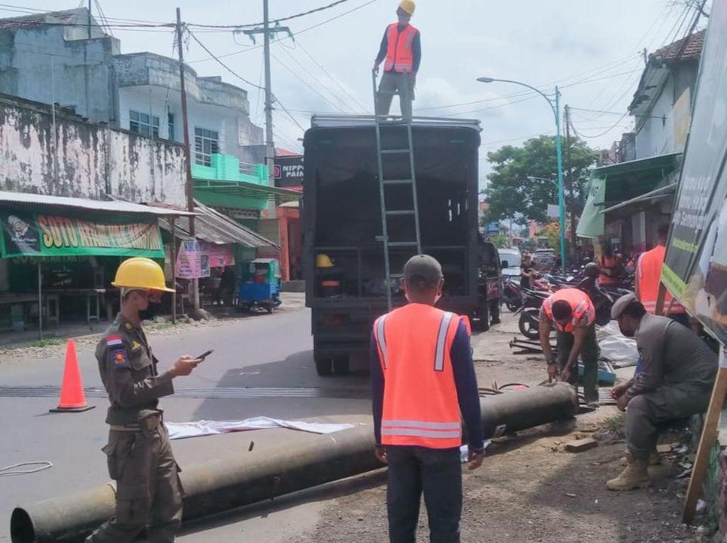 Satpol PP di Banyuwangi Dilaporkan Jual Besi Bekas Baliho