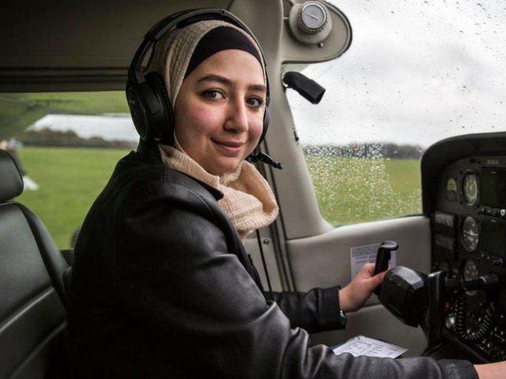 Kisah Maya Ghazal, Wanita Pengungsi Suriah Pertama yang Jadi Pilot Inggris