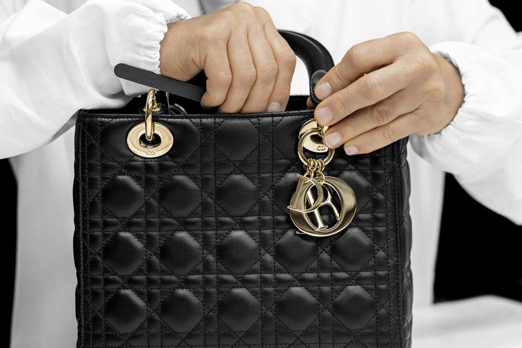 Proses Pembuatan Tas Lady Dior