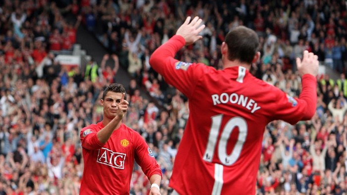 MANCHESTER, UNITED KINGDOM - OCTOBER 06:  Cristiano Ronaldo of Manchester United celebrates scoring his second with Wayne Rooney during the Barclays Premier League match between Manchester United and Wigan Athletic at Old Trafford on October 06, 2007 in Manchester, England.  (Photo by Phil Cole/Getty Images)