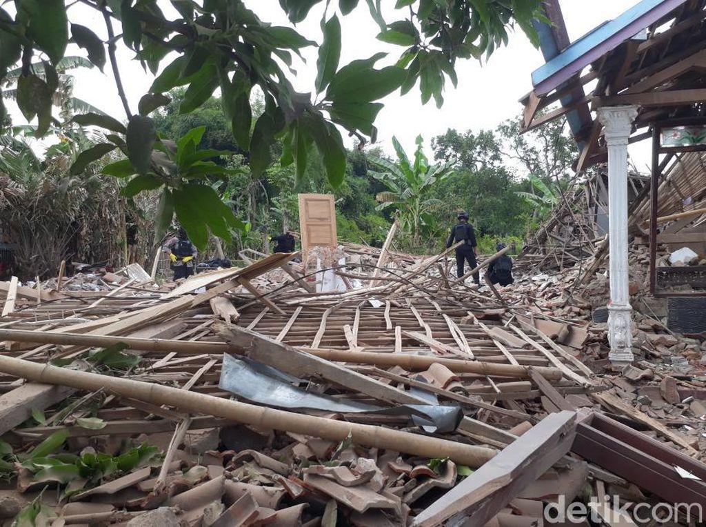 Tim Gegana Sisir Lokasi Ledakan Keras di Pasuruan yang Tewaskan 2 Orang