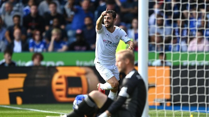 LEICESTER, ENGLAND - SEPTEMBER 11: Bernardo Silva of Manchester City celebrates after scoring their sides first goal during the Premier League match between Leicester City and Manchester City at The King Power Stadium on September 11, 2021 in Leicester, England. (Photo by Shaun Botterill/Getty Images)