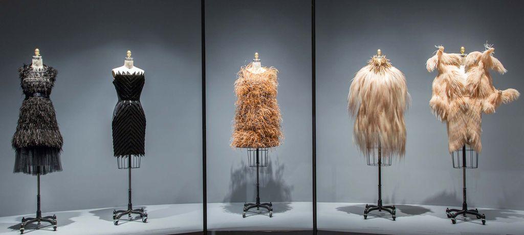 Manus x Machina: Fashion in an Age of Technology (2016)