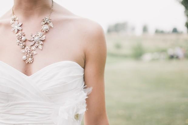 Perhiasan glamour cocok untuk leo
