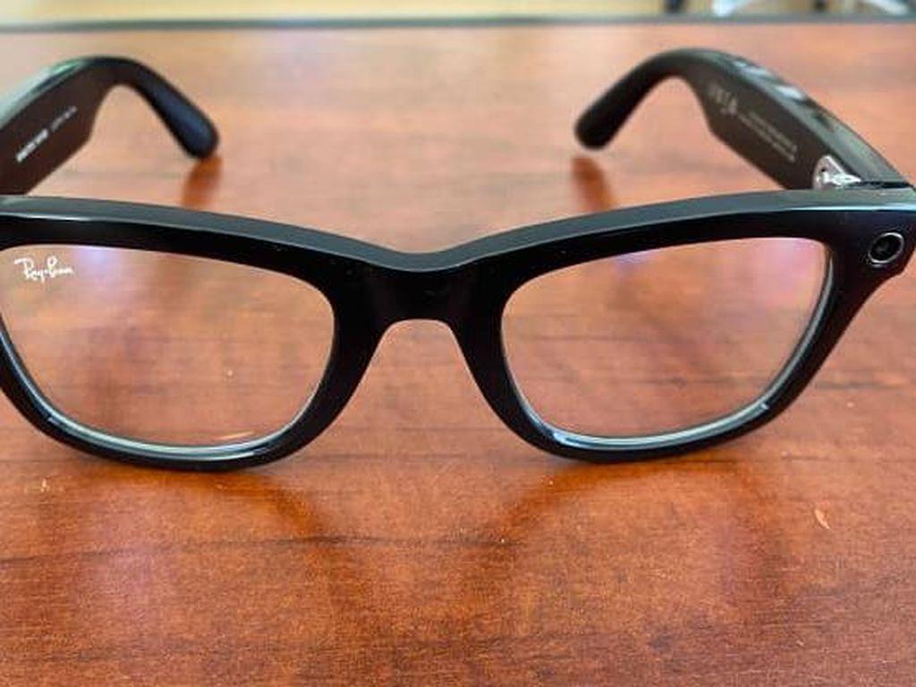 Bos Facebook Ramal Semua Kacamata Akan Ada Kameranya
