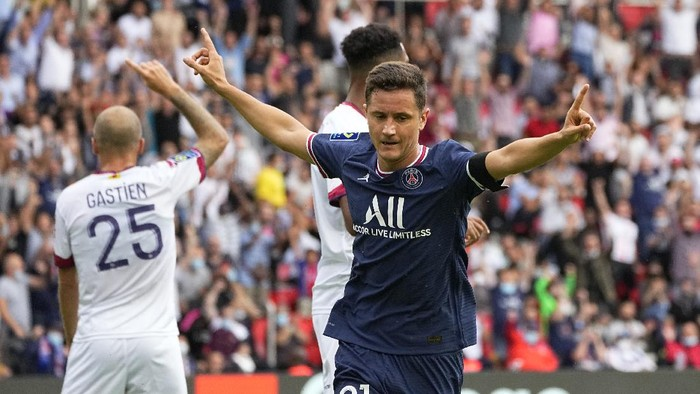 PSGs Ander Herrera celebrates after scoring his sides opening goal during the French League One soccer match between Paris Saint-Germain and Clermont at the Parc des Princes stadium in Paris, France, Saturday, Sept. 11, 2021. (AP Photo/Michel Euler)