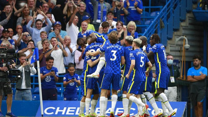 Chelsea players celebrate after Chelseas Mateo Kovacic scored his sides second goal during the English Premier League match between Chelsea and Aston Villa at the Stamford Bridge Stadium in London, Saturday, Sept. 11, 2021. (AP Photo/Ian Walton)