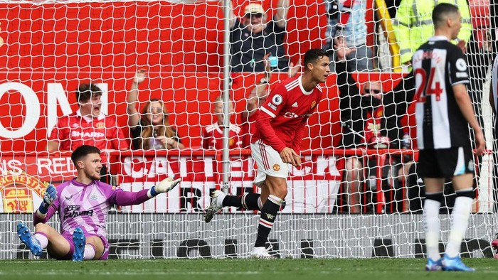 MANCHESTER, ENGLAND - SEPTEMBER 11:  Cristiano Ronaldo of Manchester United celebrates after scoring their sides first goal during the Premier League match between Manchester United and Newcastle United at Old Trafford on September 11, 2021 in Manchester, England. (Photo by Clive Brunskill/Getty Images)