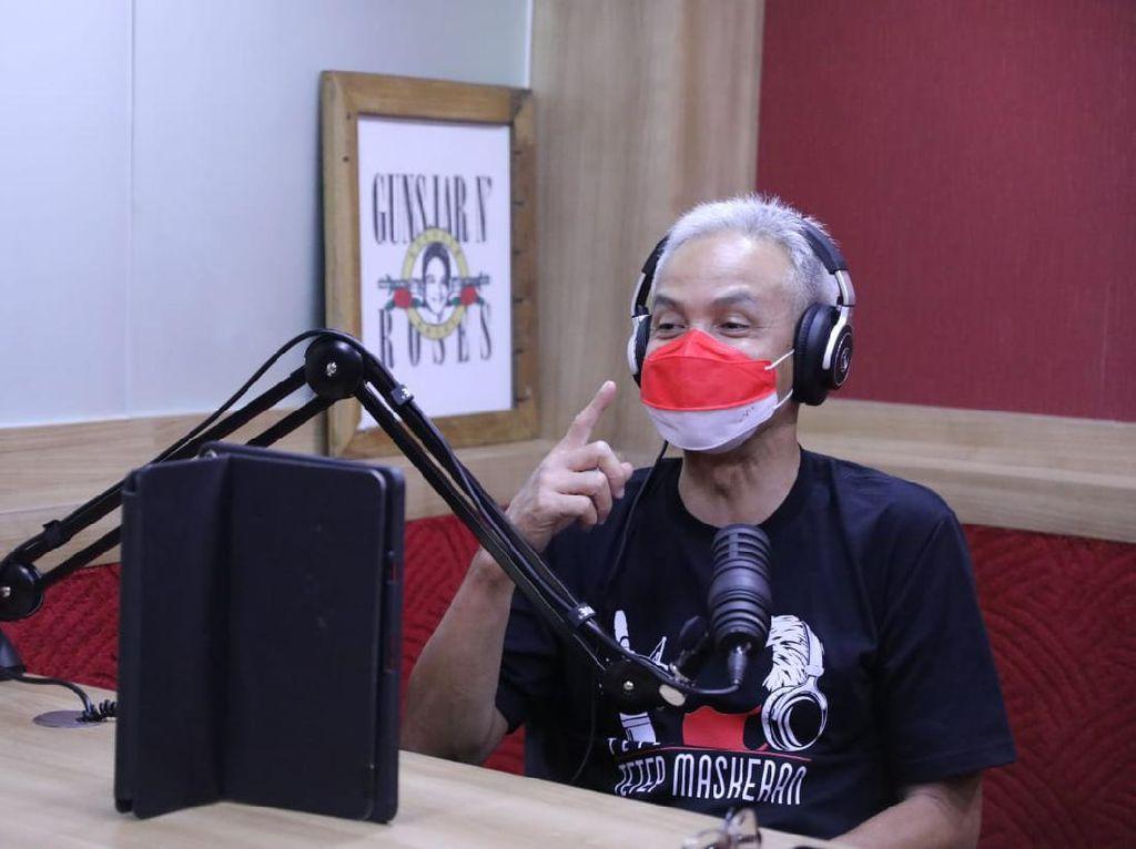 Saat Ganjar Jadi Penyiar Radio, Pendengar Request Lagu & Mengadu Pungli