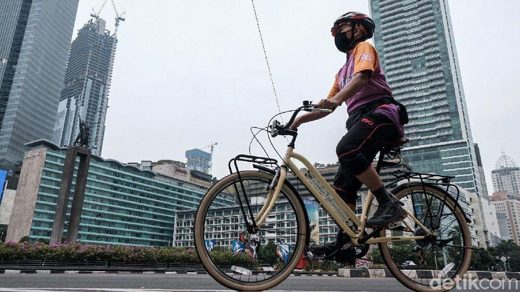 Jakarta Masih PPKM Level 3, Kawasan Sudirman-Thamrin Ramai Pesepeda