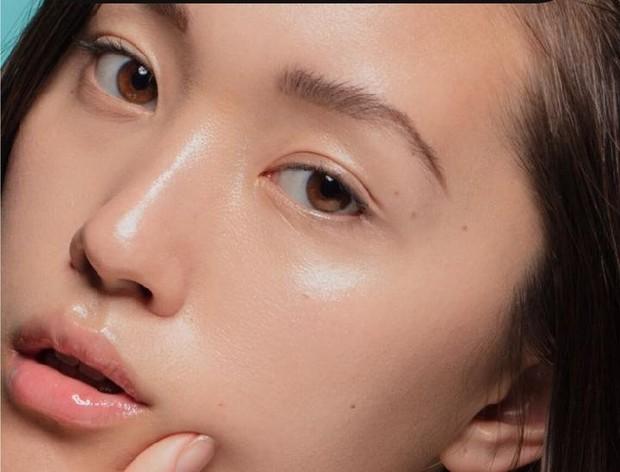 kulit lembab adalah kunci wajah glowing/Pinterest.com/GREENHORN On Fleek